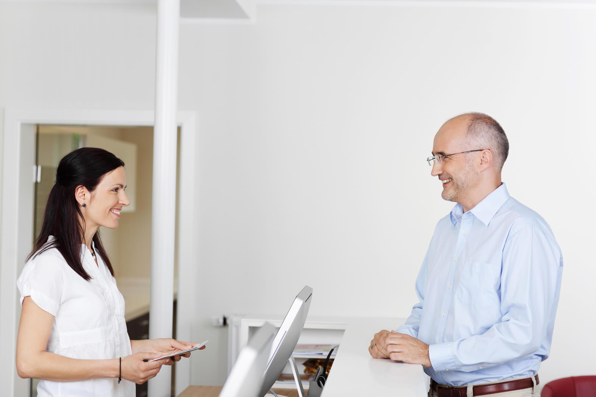 Contratar secretária para o consultório: quais as boas práticas?