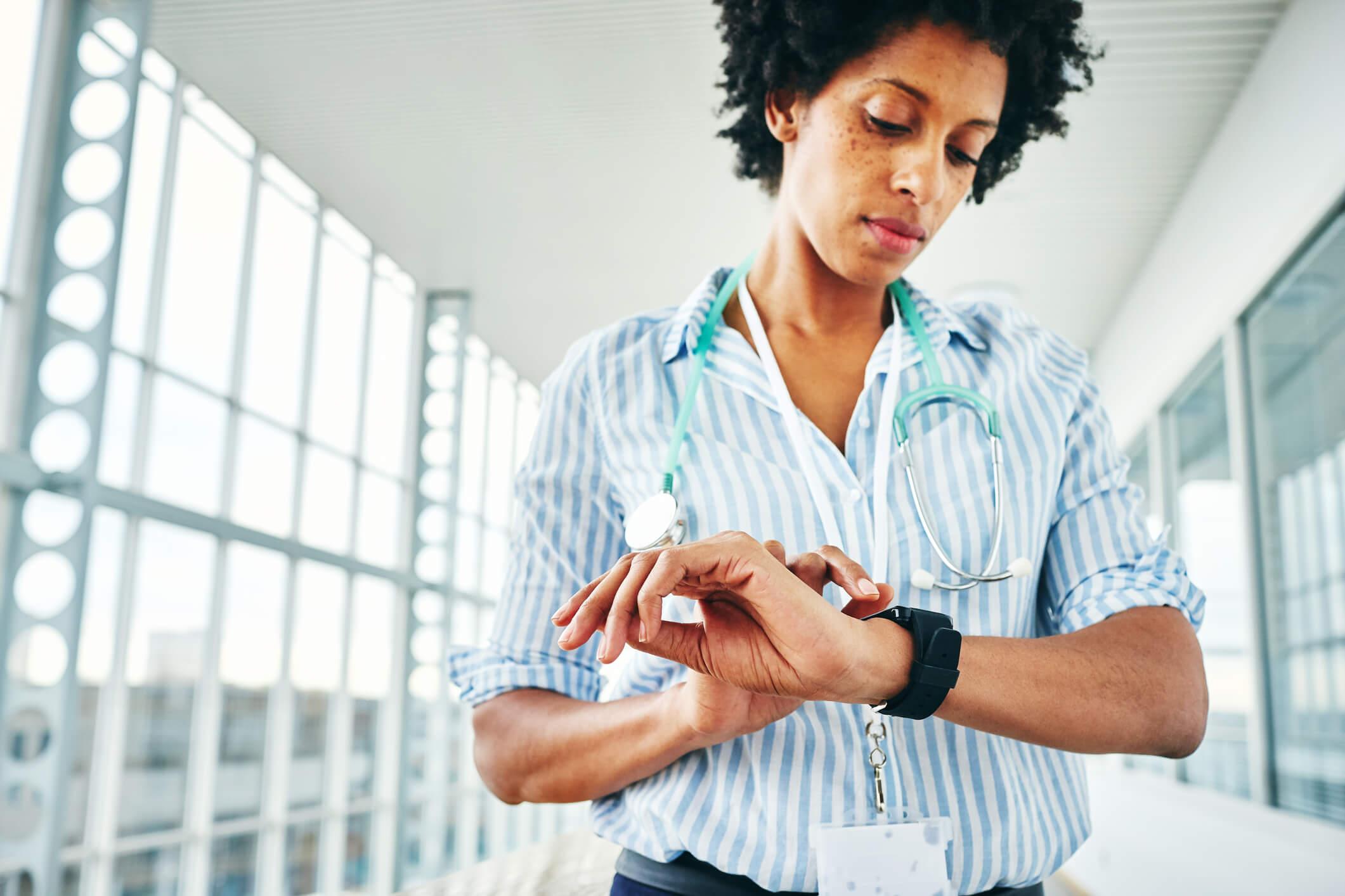 Como fazer a gestão de tempo na clínica pode gerar benefícios?