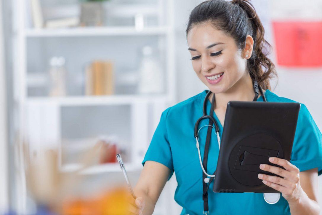 Saiba porque você deveria adotar a consulta médica por videoconferência