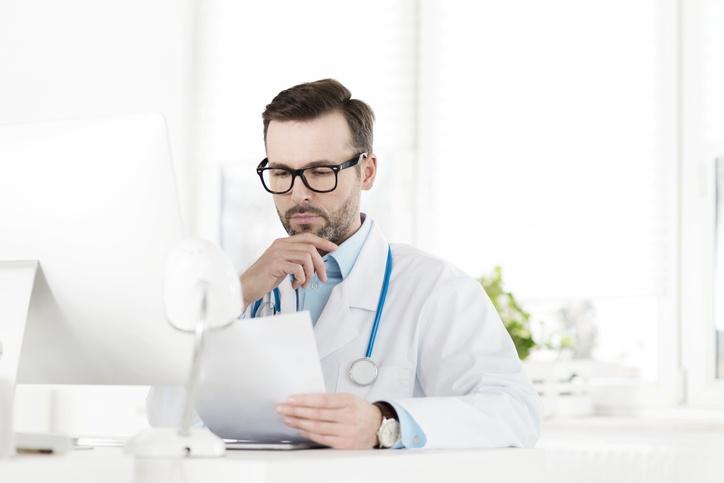 Como fazer atestados para pacientes de forma simples e rápida?