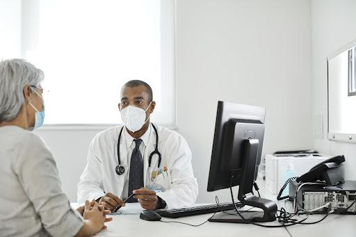 Como posso melhorar a comunicação médica da minha clínica?