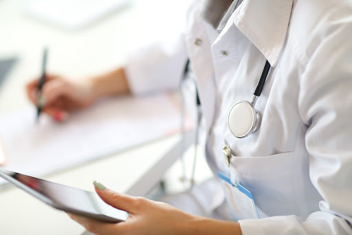 Propaganda médica: entenda as regras do CFM para divulgar sua clínica!